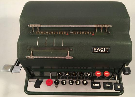"""FACIT NEA (Nya Elektriska Automaten), s/n 273639, hecha en Suecia por la """"Aktiebolaget-Facit,  Åtvidaberg"""", año 1947, 28x25x16 cm"""