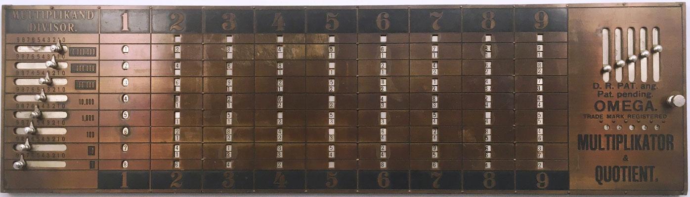 Ábaco multiplicativo neperiano OMEGA, Alemania, año 1903, 47x15 cm