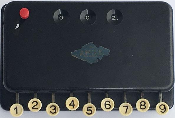 Sumadora de teclas AMIFO, baquelita, hacia 1930, Alemania, 15x10 cm
