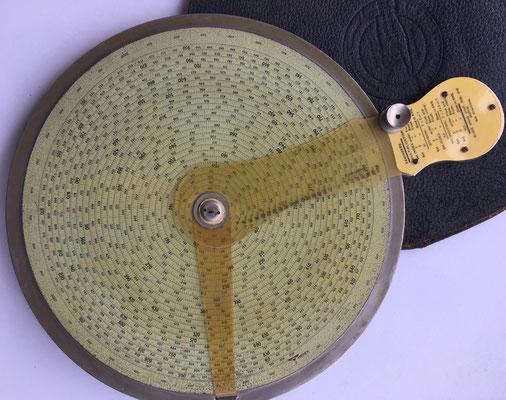 The ROSS computer, regla de cálculo en espiral, año 1915, 23 cm diámetro