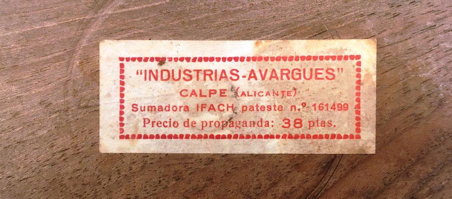 Reverso de la sumadora IFACH de Genaro Calatayud, con la etiqueta, el número de patente y el precio de propaganda