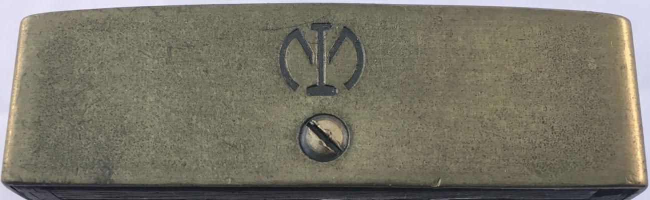 Grabado en lateral derecho del ábaco