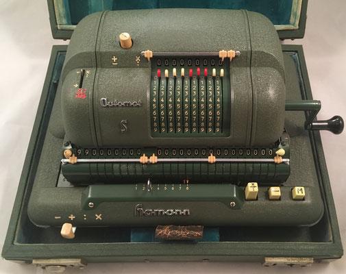 Calculadora eléctrica HAMANN Automat S modelo DeTeWe, fabricada en Berlin (Alemania), s/n 63644-S, año 1954, 34x16x26 cm