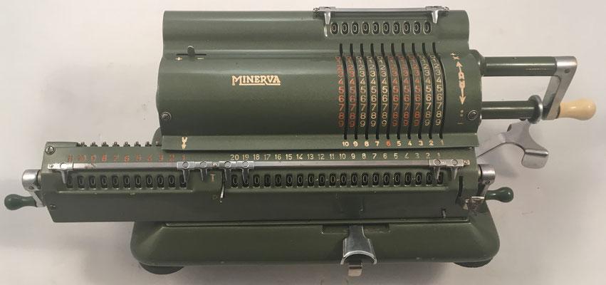 MINERVA, s/n 17745, estas máquinas se exportaron a más de 80 países, año 1946, 42x15x13 cm