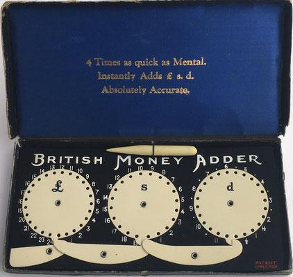 Calculadora British Money Adder en su caja, 4 veces más rápida que la mente, absolutamente segura