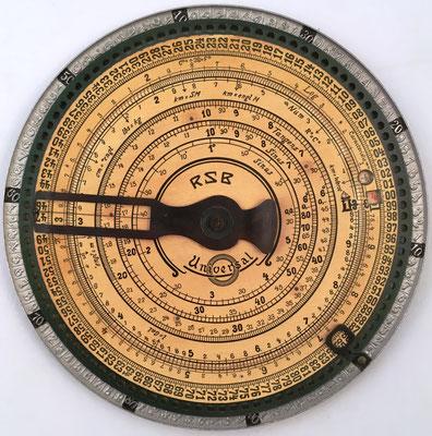 Sumadora ADALL CALCULATOR II, RSB (Rudolf SChade, Berlin) Universal, con escalas logarítmicas y trigonométricas, año 1908, 19.5 cm diámetro