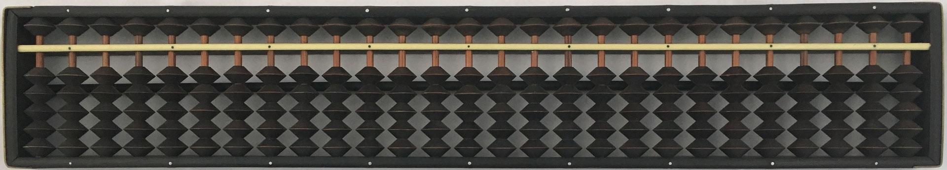 "Ábaco japonés ""soroban"" anterior a la II Guerra Mundial, 27 columnas, 39x7 cm"