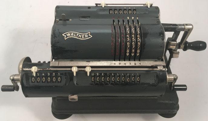 """WALTHER modelo RKZ10 versión 1, s/n 56020, hecha en Alemania por  """"Carl Walther, Waffenfabrik in Zella-Mehlis"""", año 1949, distribuida en Paris por Waesberghe, 32x12x13 cm"""