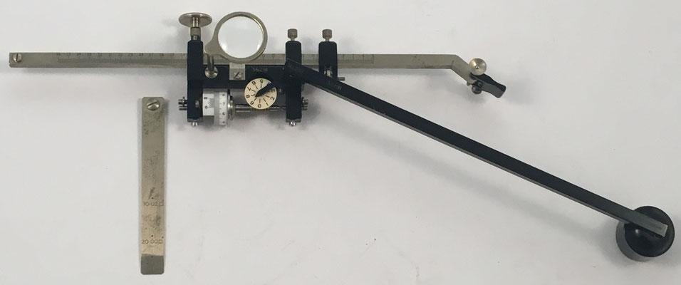 Planímetro ALLBRIT-STANLEY montado para calcular el área de formas irregulares cerradas