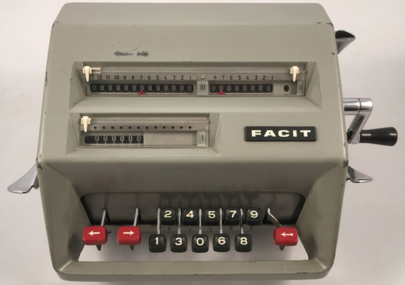 "FACIT modelo C1-13, s/n 905646, hecha en Suecia por la ""AB Åtvidaberg-Facit"", año 1957, 31x21x15 cm"