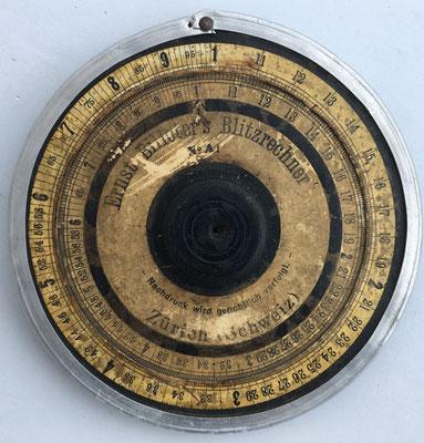 Círculo de cálculo ERNST BILLETER, blitzrechner modelo A1, año 1905, 12.5 cm diámetro. Existe el modelo A2 de 22.5 cm diámetro