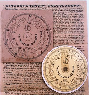 """Círculo de cálculo """"CIRCUNFERENCIA CALCULADORA"""", con alojamiento e instrucciones, hacia 1930, 7 cm diámetro"""