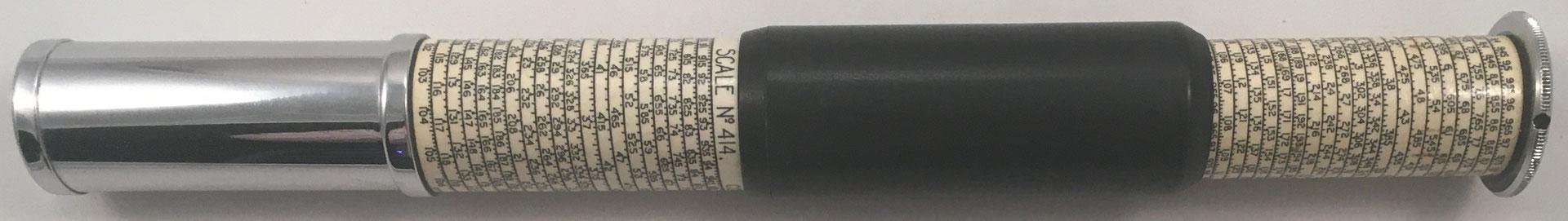 OTIS KING'S Poket Calculator, Modelo K tipo Xa, escalas nº 414 y nº 423, s/n U6318, made in England, año 1963, 3 cm diámetro (longitud: 15 cm cerrada, 26 cm desplegada),  (precio estimado: 100€)