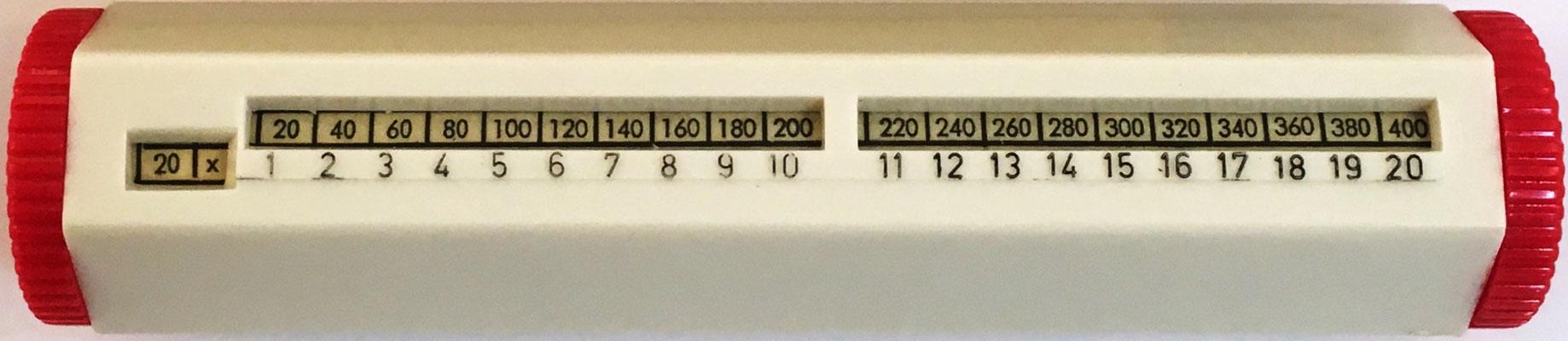 Cilindro multiplicador marca RERO 1x1, calcula productos hasta 20x20, fabricado por Artamount Inc., New york (USA), hacia 1950, 13x2.5x2.5 cm