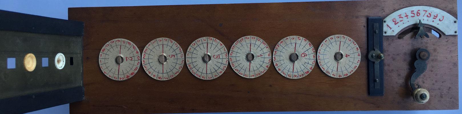 Abaco multiplicativo de Napier con círculos, vista interna