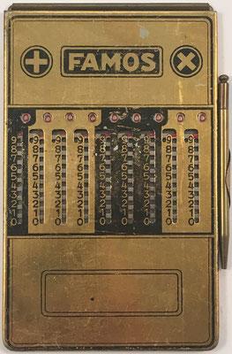 Ábaco de ranuras ADDIATOR FAMOS, hecha por Addiator Gesellschaft en Berlin (Alemania), año 1927, 8x12.5 cm