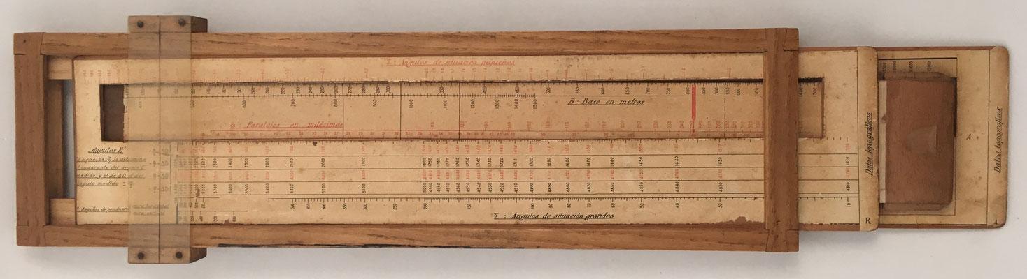 Anverso regla de cálculo española especial para Artillería, 43x12.5x2 cm