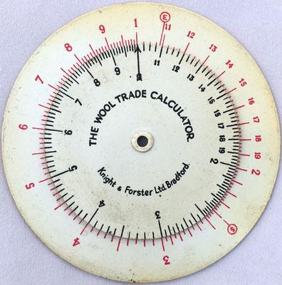 Círculo de cálculo THE WOOL TRADE CALCULATOR (para el comercio de lana), para convertir precios por unidad de peso de diferentes países, 8 cm diámetro
