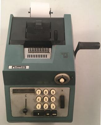 """OLIVETTI modelo Restysuma  20, s/n 351044, fabricada en España por """"Hispano Olivetti"""" año 1962, 24x29x14 cm"""