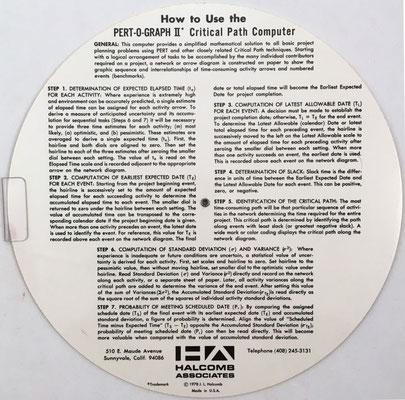 Reverso de la regla PERT-O-GRAPH II con instrucciones de uso (el folleto de instrucciones de James Halcomb es de 1978)