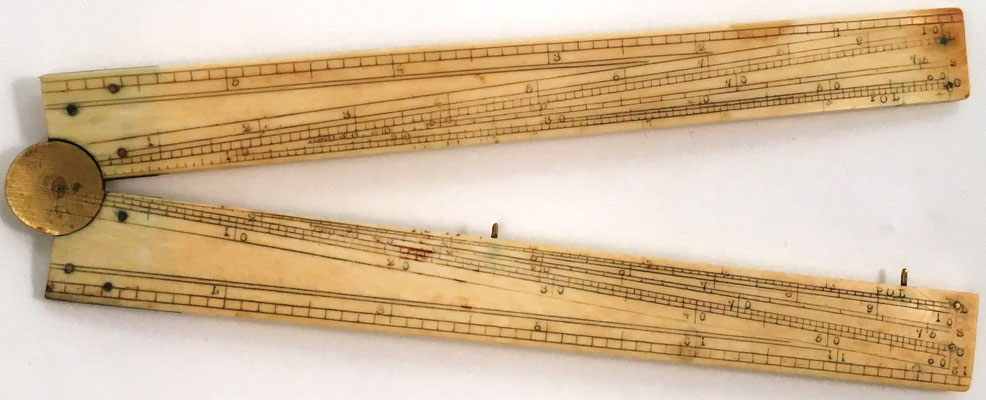Sector o compás de proporción inglés, sin nombre, con escalas para pulgadas, pies decimales, líneas de senos, tangentes, partes iguales, líneas de cuerdas, números (escalas de registro para multiplicación), polígonos, secantes, siglo XIX, 16x3 cm,