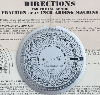 FRACTRON T.M. Calculator, nº serie 11747, Melville N.Y., 10 cm diámetro