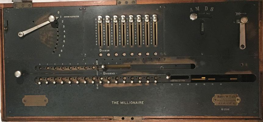 Desde el año 1893 hasta 1935, el fabricante de la calculadora fue Hans W. Egli de Zürich, 67x31x19 cm