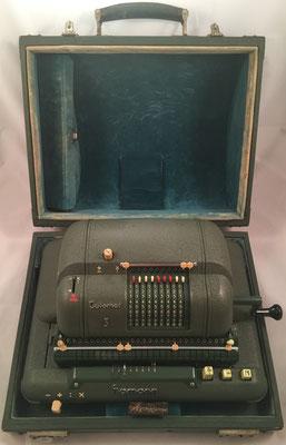 Calculadora eléctrica HAMANN Automat S DeTeWe (Deutsche TelephoneWerke) alojada en su en su caja