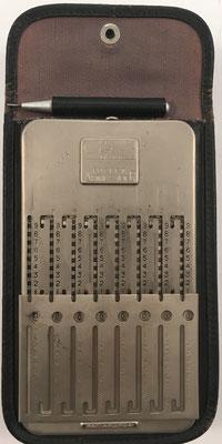 Ábaco de ranuras GRAY Pocket Arithmometer (idéntico a TASCO), sin s/n, hecho por The Gray Arithmometer Corp. (Ithaca, USA), año 1922, 7.5x13.5 cm