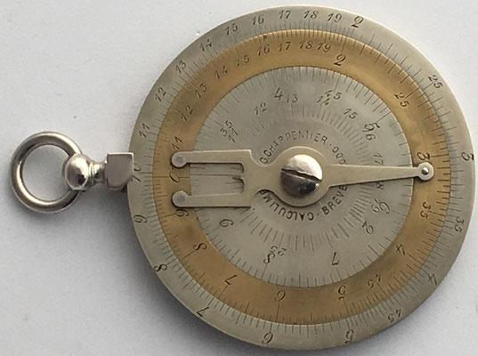 Calculimetre CHARPENTIER, inventado por G. Charpentier y fabricado por la casa Tavernier-Gravet (Paris) y por Keuffel & Esser (Nueva York), año 1892, 6 cm diámetro