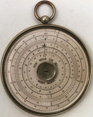 Círculo de cálculo HALDEN'S CALCULEX, fabricado por J. Halden & Company LTD en Manchester (England), hacia 1910, 6 cm diámetro,  (precio estimado: 1500€)