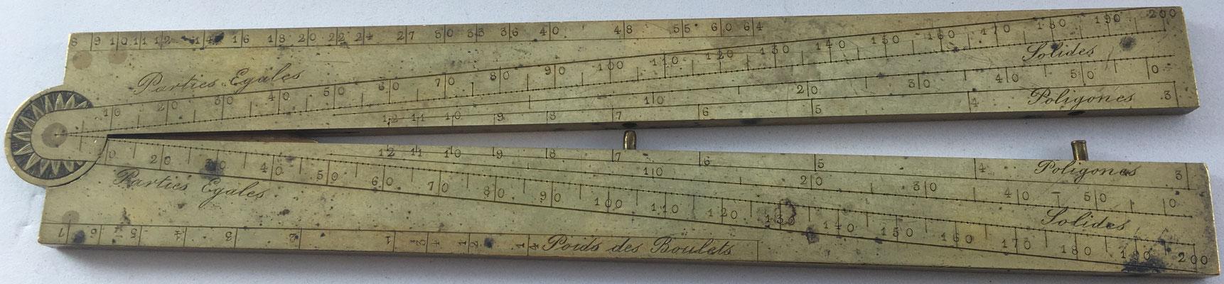 Sector o compás de proporción francés, para cálculos de artillería: línea de partes iguales, polígonos, línea de cuerdas, metales, pesos de tiro y calibre de pistola, siglo XIX, 16x3 cm