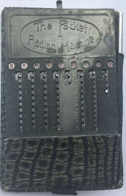Ábaco de ranuras THE POCKET ADDING MACHINE (PAM) Sterling, año 1925, 8x12.5 cm