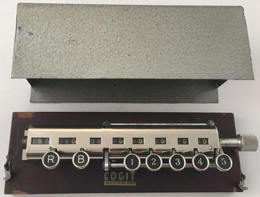 Hémoleucomètre COGIT, contador de laboratorio, y su tapa metálica
