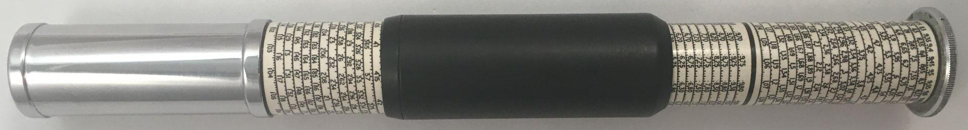 OTIS KING'S Poket Calculator, Modelo L tipo IXb, escalas nº 429 y nº 430, s/n S3692, made in England, año 1958, 3 cm diámetro (longitud: 15 cm cerrada, 26 cm desplegada), ,  (precio estimado: 100€)
