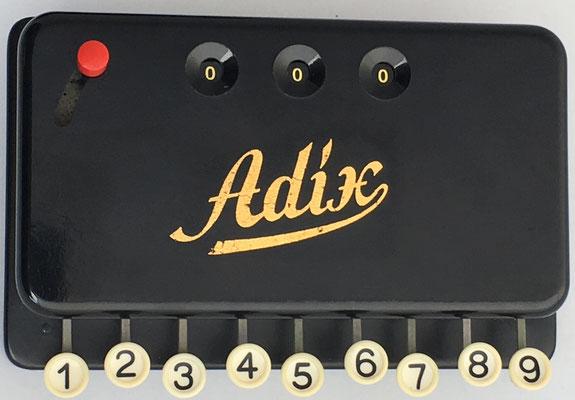 Sumadora de teclas ADIX, hacia 1925, Alemania, 15x10 cm