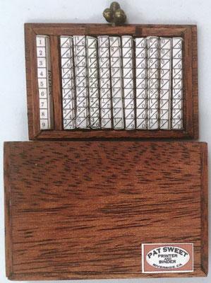 Reverso de la miniatura de huesos de Napier: caja y varillas cuadrangulares