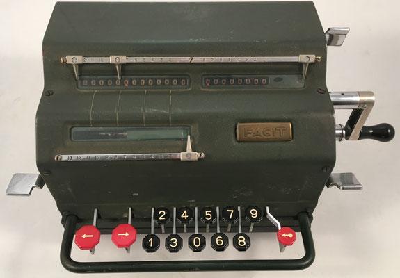"""FACIT modelo TK, s/n 237348, hecha en Suecia por la """"Åtvidaberg-Facit"""", año 1943, 30x19x15 cm"""