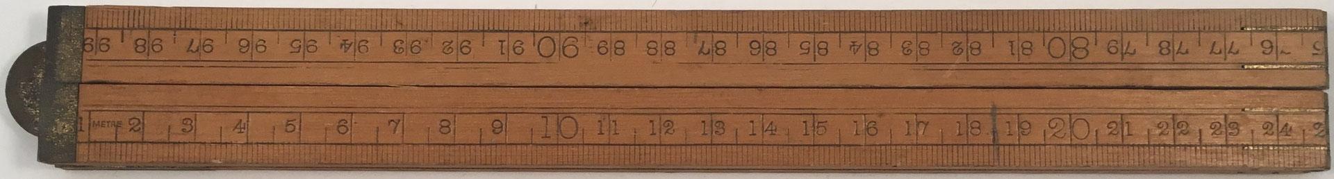 Antiguo metro plegable de madera sin marca