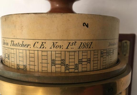 THACHER's Calculating Instrument patentada por Edwin Thatcher M. AM. Soc. C. E. en el año 1881 y dividida por W. F. Stanley en el año 1882