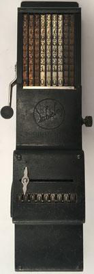 Ábaco de cadena SUMMATOR A9, s/n 395, patentado y fabricado por Hans Sabielny (Dresden, Alemania), año 1921, 7x23x4 cm