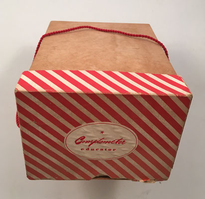 Caja de cartón para guardar el COPMTOMETER EDUCATOR y el manual de instrucciones