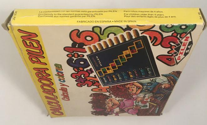 Detalle de la caja de cartón de la calculadora PILEN