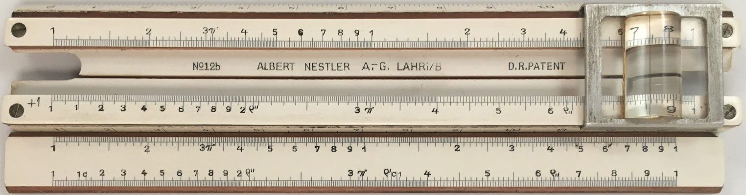 Anverso de la regla NESTLER 12b con lupa en el cursor, con fórmulas en español, y de la reglilla