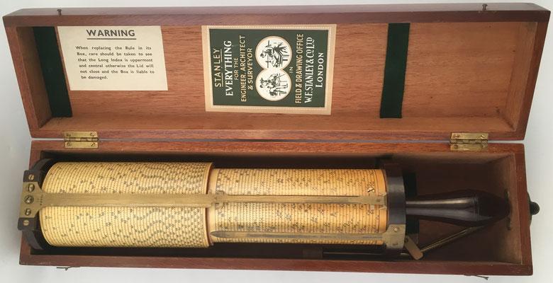 Regla cilíndrica  FULLER en su caja de caoba de dimensiones 46x11x10 cm