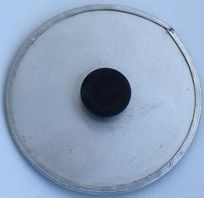 Reverso de la regla con el botón de madera para girar el círculo interior