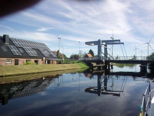 Klappbrücke am Ems-Jade-Kanal kurz vor Sande