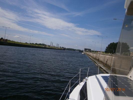 Überführung von Varel nach Marcardsmoor. Die Fahrt ging über den Jadebusen, die große Seeschleuse in Wilhelmshaven und dann weiter durch den Ems-Jade-Kanal