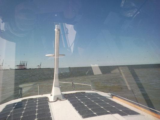 Kurs auf den Jade-Weser-Port in Wilhelmshaven