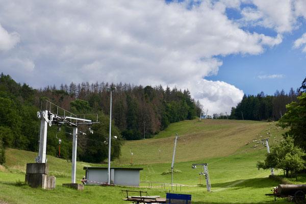 Skilift Hartenrod im Sommer